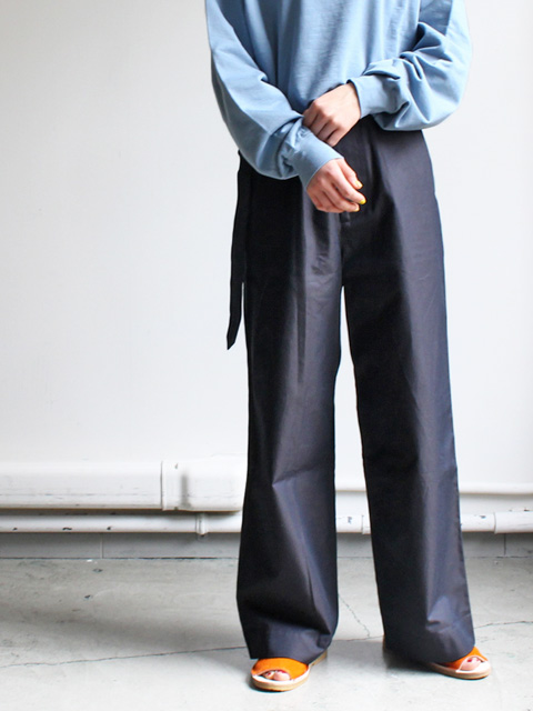 AURALEE(オーラリー) FINX CHAMBRAY BELTED WIDE PANTS