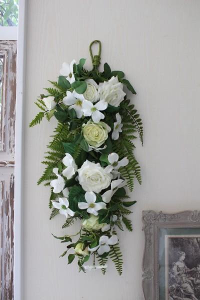 フラワーデコ・ホワイトローズ 造花の壁掛け シルクフラワー アーティフィシャルフラワー ウォールデコ 壁飾り 薔薇