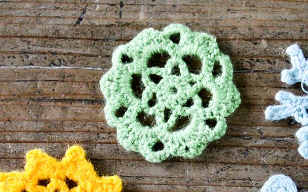 かぎ針編みモチーフ 緑の花形 メール便可