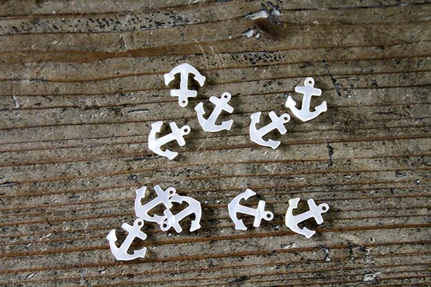 奈良 貝のチャーム イカリ 白蝶貝