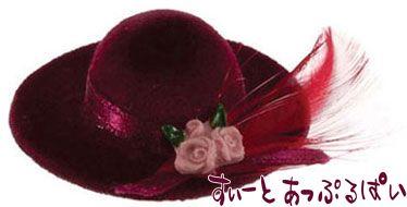 ボルドーの羽つき帽子 IM65572
