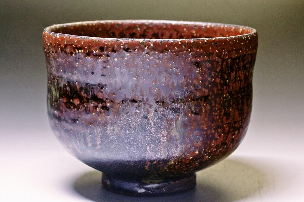 萩焼(伝統的工芸品)抹茶碗鉄赤釉荒黒刷毛胴締形