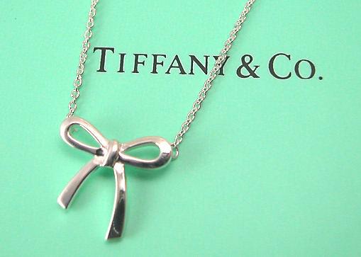 buy online bc75d 2c94c ティファニー Tiffany&Co. ボウ(リボン)ペンダントネックレス