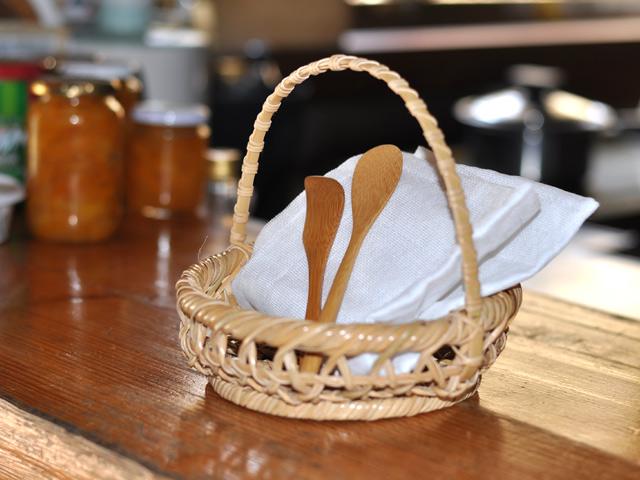 パンかごセット、朝食に、ギフトセット、竹かご入り、カトラリーセット
