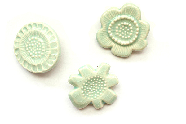 "BIRDS' WORDS           FLOWER TILE BROOCH""ライトブルー"""