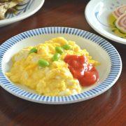 和食器・砥部焼 とくさ柄のリム付皿(5.5寸)