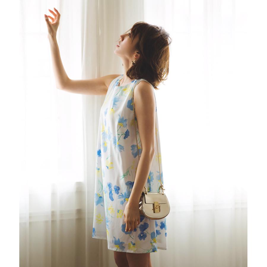 レディなエスプリを醸すフラワー愛され後ろリボンワンピース■美香さんはブルーを着用