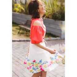 鮮やかスイートなトロピカルフラワープリント3Dタックスカート■美香さんはホワイトを着用