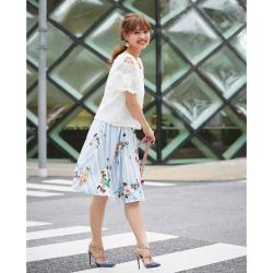 夏のお嬢さん風フラワーONマルチストライプ柄スカート 松元絵里花さんはサックスを着用 2017 tocco closet Collection