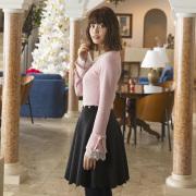 袖フレアレースプルオーバー  垣内彩未さんはピンク着用