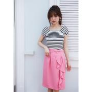洗練さに酔いしれるラップドレープ風タイトスカート  泉里香さんはピンクを着用