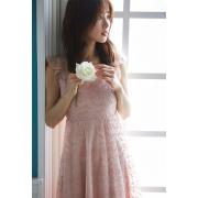 360°ふんわり美人なデコルテシアーミモザ刺繍チュールワンピース  泉里香さんはピンクを着用