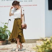 もれなく美人なレースアップラップドレープシフォンマキシ丈スカート  泉里香さんはカーキを着用