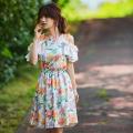 ドラマティックに夏薫るチョイ肩見せ夏のお嬢様フラワーセットアップ  泉里香さんはオフホワイトを着用