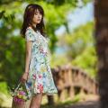 夏の扉を開ける鮮度抜群ボタニカル柄アシンメトリーワンピース  泉里香さんはホワイトを着用