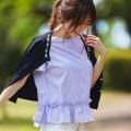 シンプルに差をつけるビジューネックシャリ感ニットカーディガン  泉里香さんはネイビーを着用