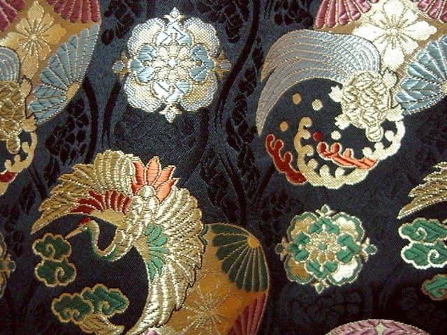 京西陣・金襴生地 花立涌地に鶴亀紋(黒) (和柄 和風 衣装 生地)
