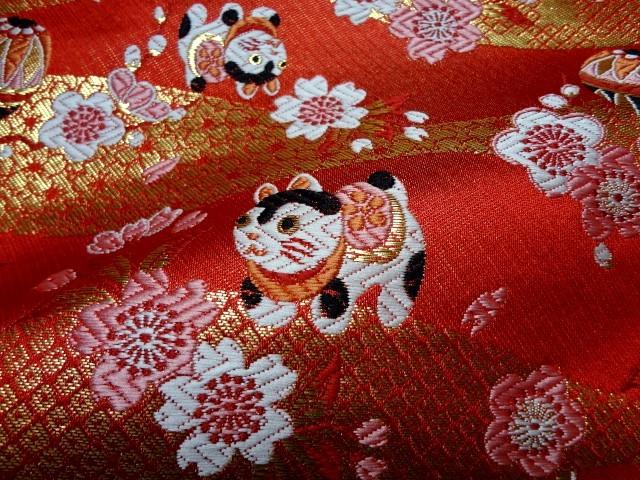 京西陣・金襴生地 犬張子に手毬(赤) (和柄 和風 衣装 生地)