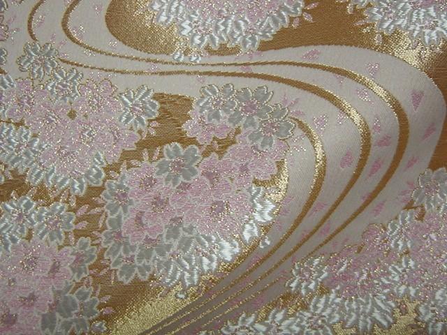 京西陣・金襴生地 金地桜に流水(桃) (和柄 和風 衣装 生地)
