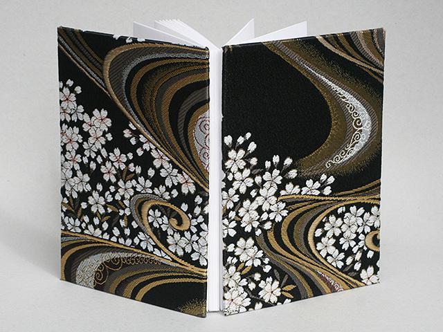 御朱印帳 金襴織物 流水に桜(黒)