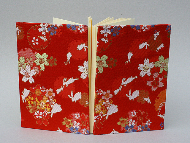 御朱印帳 金襴織物 兎に雪輪桜(赤)