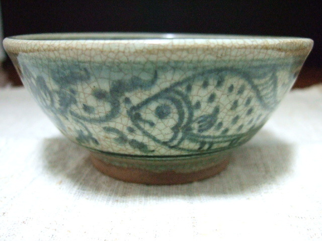 タイでも珍しい陶器 サンカローク焼きの鉢 青の絵付け