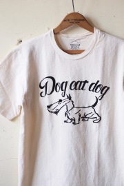Mixta (ミクスタ) Printed Tee Dog Eat Dog Natural-1