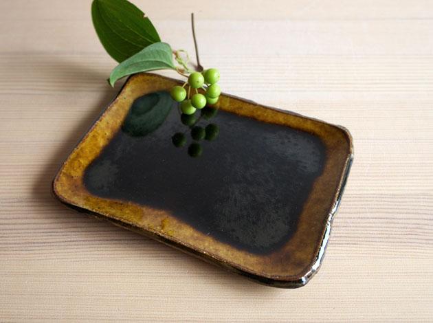 河内啓 アメ釉角皿(小)