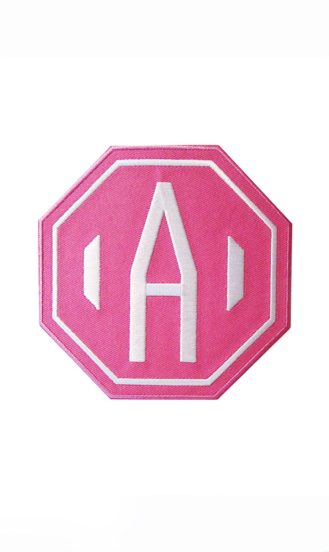【トス デザイン】スクエアアルファベットパッチ 大(ピンク)