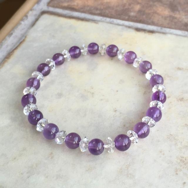 『紫のしずく』 アメジストのシンプルブレスレット