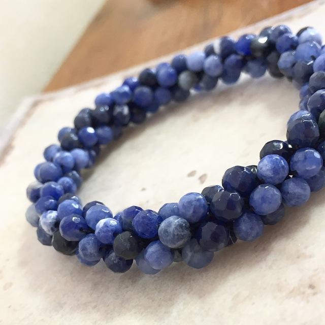 『深く輝く藍のクロッシェ』 ソーダライト 2
