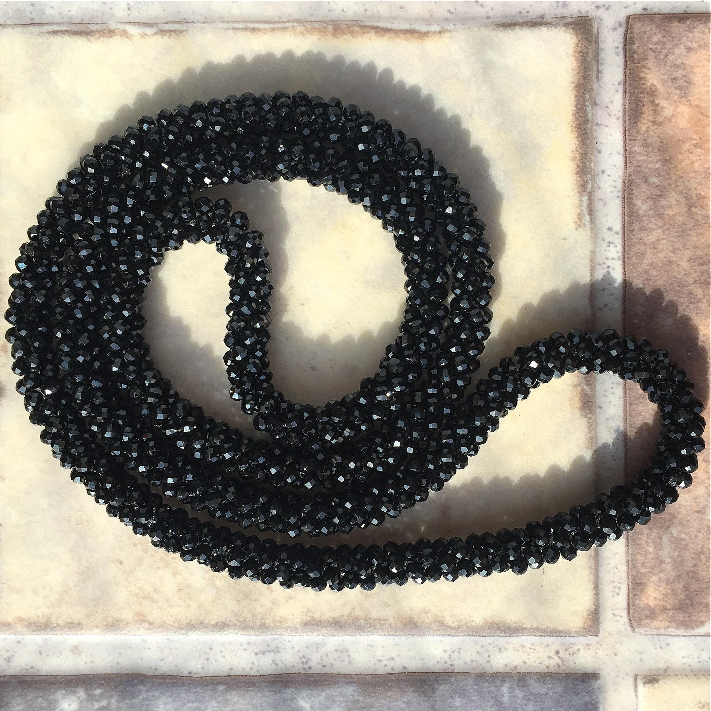 『宝石質ブラックスピネル 洗練された大人のクロッシェネックレス』