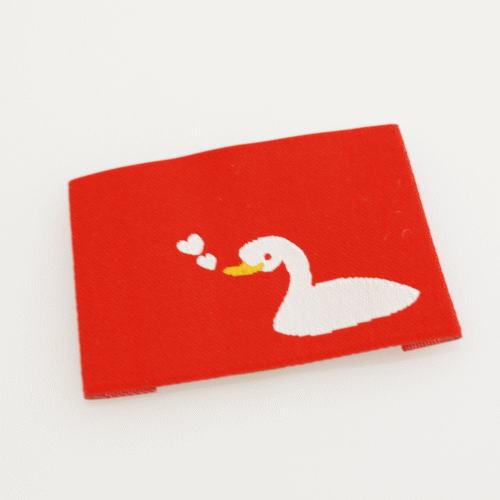 ばら刺繍タグ‐あひるのハート(赤)