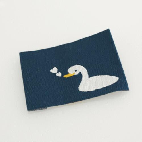 ばら刺繍タグ‐あひるのハート(紺色)