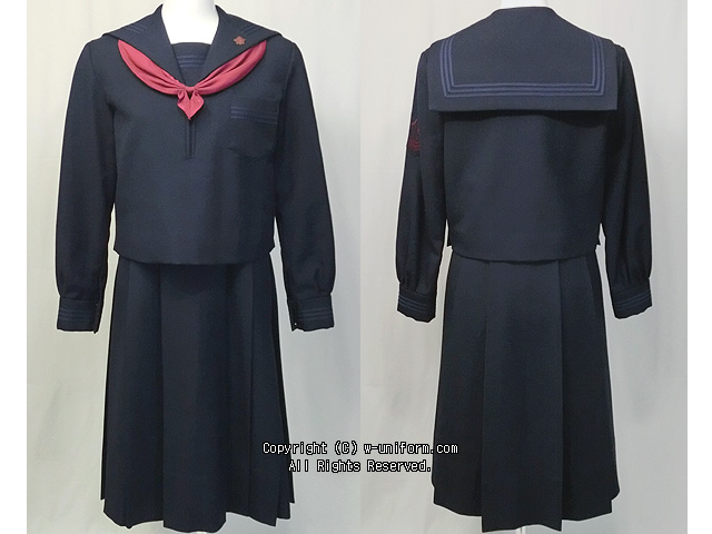 山梨英和高校の制服