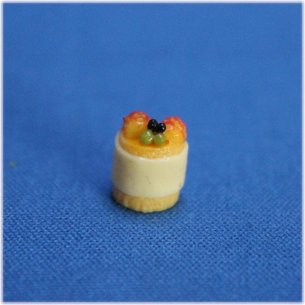 イチゴとホワイトチョコのプチフールミニチュア小物