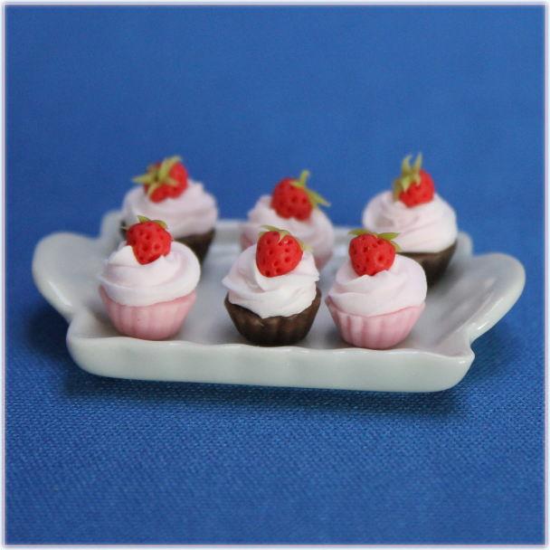 イチゴとチョコのカップケーキおもちゃの家玩具