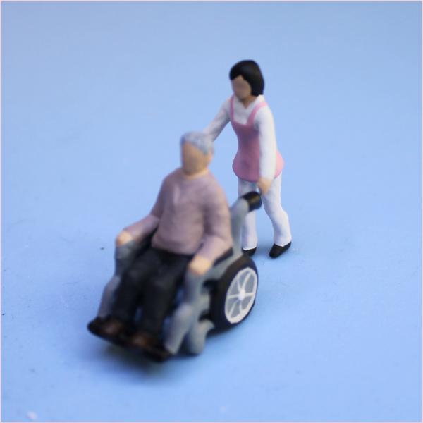 車いすの人形