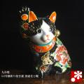 招き猫(右手)横座り 黒盛花と蝶(WAZAHONPO-41711)