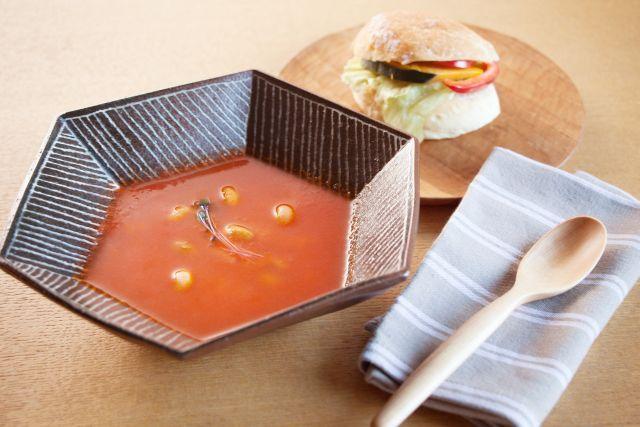和だしでトマトスープ