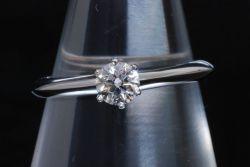 ティファニー ソリティア ダイヤモンドリング PT950 0.25ct