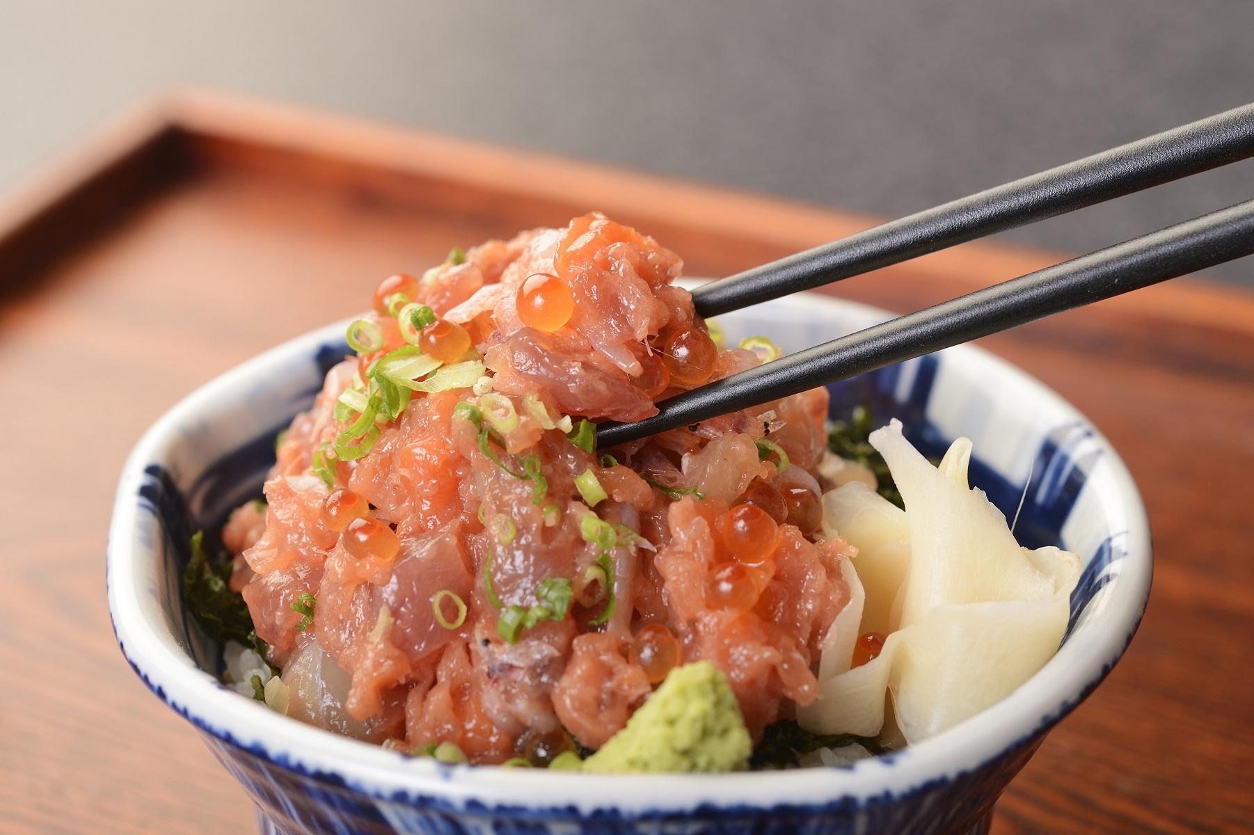 網元本店の海鮮まかない丼5個とさしみ地醤油セット ズワイガニ