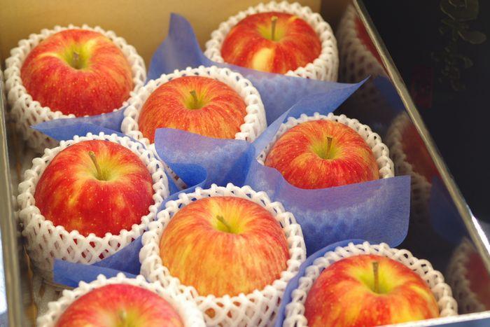 シナノドルチェりんご通信販売 長野オリジナルシナノリンゴを販売取寄。中箱 約7玉~約9玉 長野県産