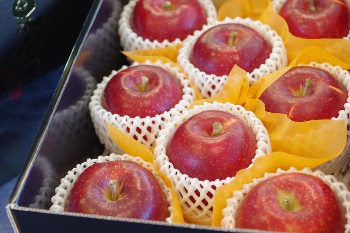 紅いわてりんご通信販売 岩手県オリジナの紅りんごを販売取寄。中箱 約7玉~約9玉 岩手県産