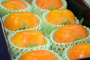 次郎柿(じろうがき)通販 静岡県浜北の甘柿治郎柿を販売取寄。小箱 約8玉