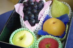 お盆お供え果物フルーツ詰合せ。法事法要到着可能!桃・メロン・ぶどう・みかん等 7700円