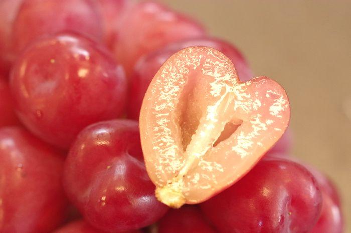 マイハートぶどう 皮ごと種無し葡萄で可愛いハート型品種 1房 約400g 山梨・他産地
