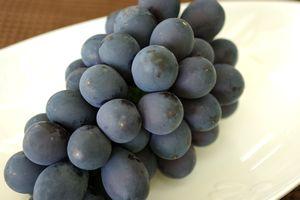 7月配送ナガノパープル葡萄通販 長野産。お中元に種なし皮ごと食べられるハウス栽培ぶどうを販売取寄。1房 約400g 長野産