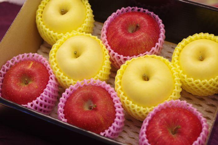 御歳暮 謹賀新年に 紅白詰合 ふじりんご4玉 はるかりんご4玉 お正月用林檎に