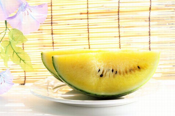 サマーオレンジ西瓜及びサマークリーム西瓜通販。果肉が黄橙色のスイカを販売。 1玉 L〜4L 山形・他産地
